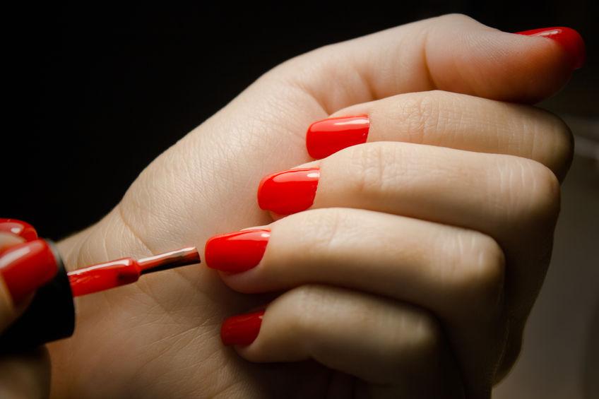 Come mettere lo smalto nelle mani senza sbavare